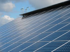 Abbildung 2: Neben Maßnahmen zur Senkung des Energieverbrauchs kann auch die eigene Energieerzeugung hilfreich sein.