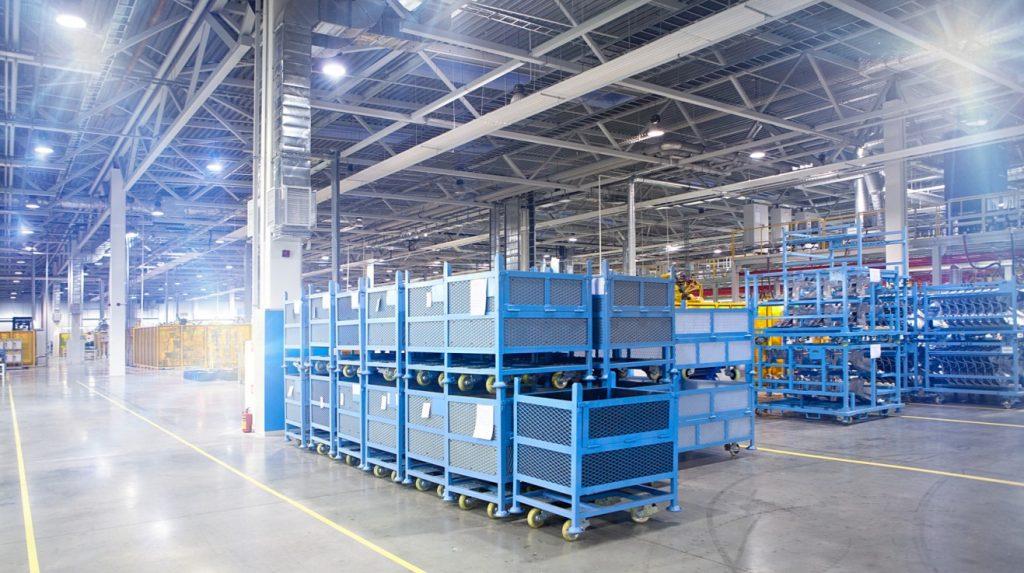 Hallen kostensparend mit Lichtstrahlen durchfluten: Beleuchtungssystem einer Halle mittels LED-Technik. (#1)