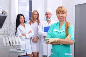 Berufskleidung im medizinischen Bereich – konservativ und dennoch modern (#2)