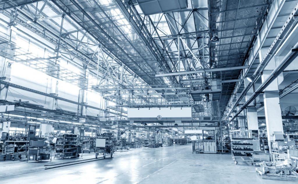 Futuristische Wirkung durch Lichtstrahlen und Metall: Komplett beleuchtete Halle. (#2)
