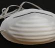 Beim Sandstrahlen sollte für einen ausreichenden Atemschutz gesorgt werden, um die Lunge vor kleinen Partikeln zu schützen.