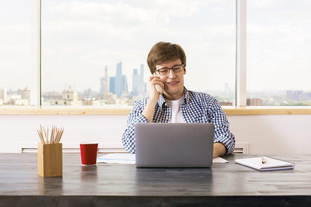 Diensthandy : Das Smartphone gehört zum Geschäftsalltag dazu – ob zur mobilen Beantwortung von Emails oder zum Eintragen von Terminen. Besonders Mitarbeitern, die häufig unterwegs sind kann mit dem Stellen eines Diensthandys der Arbeitsablauf erleichtert werden.