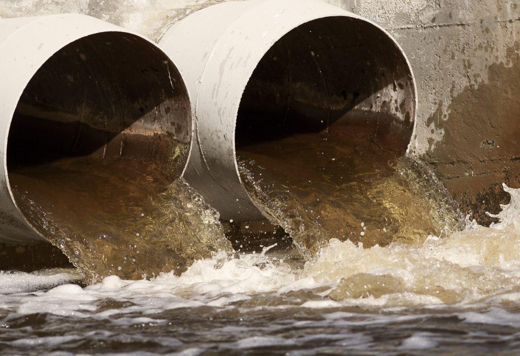 Aus schlammigem Wasser wird sauberes wertvolles Wasser