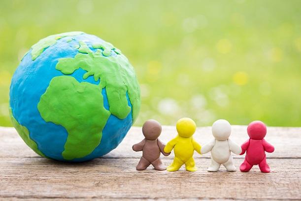 Von einem solchen Weltmarkt profitieren vor allem die Konsumenten, da dieser niedrige Preise sowie eine hohe Produktvielfalt reproduziert.