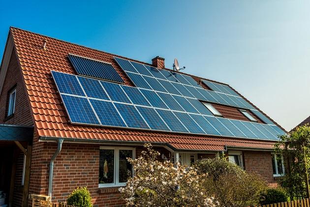 Würde man alle geeigneten Dächer einer Großstadt mit passenden Solarzellen ausstatten, dann könnten sie 100 % des privaten Strombedarfes abdecken. (#02)
