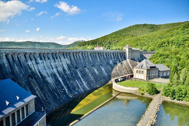 Es ist das Ziel, dass bis zum Jahr2020 die erneuerbaren Energiequellen die Hälfte des Energiebedarfes abdecken. (#03)