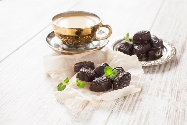 Ein Genießer beispielsweise freut sich mehr über eine Tafel hochwertige Schokolade als ein Ernährungsasket. (#02)
