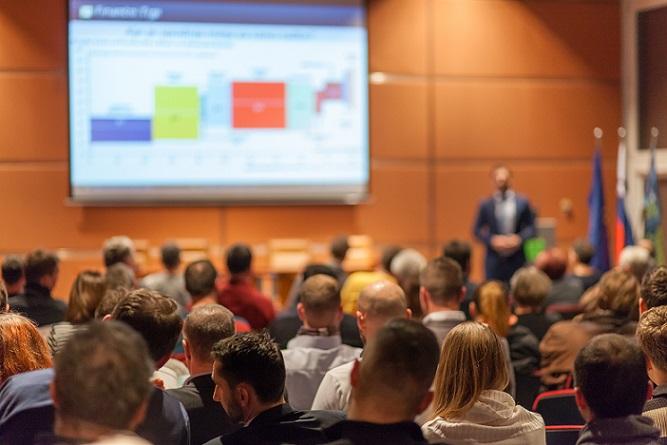 Da das Catia-Programm ein sehr umfangreiches System ist, gibt es natürlich viele verschiedene Weiterbildungen und Seminare. Der Inhalt einer Catia Schulung hängt also stark vom selbst gewählten Schwerpunkt aus. (#03)