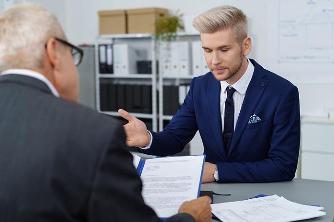 Ein neuer Mitarbeiter soll vor allem eines: ins Unternehmen passen. Um den Charakter eines Bewerbers am besten beurteilen zu können, sollte man sich im Vorstellungsgespräch vor allem über seine Stärken, Schwächen und Fähigkeiten, Motivationen untersuchen. (#01)
