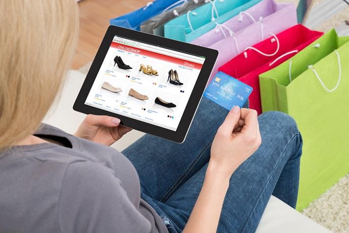 Um potenzielle Käufer anzulocken, versuchen Online-Shops durch Produktkonfiguratoren das fehlende Personal zu ersetzen – daraus entstand ein digitales Beratungsgespräch, durch das sich Shops nicht nur einen Wettbewerbsvorteil verschafften, sondern gleichzeitig ihre Produktivität steigerten. (#03)