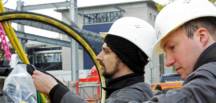 ContiTech beteiligt sich mit einem speziellen Schlauch am Projekt des Fraunhofer-Instituts für Windenergie und Energiesystemtechnik. Der Schlauch ist trinkwassertauglich und hält dem Druck von 10 bar in einer Wassertiefe von 100 Metern stand.