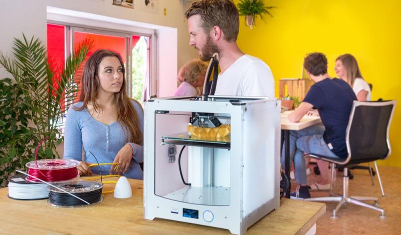 Ein 3D Druck Services ist ein Dienstleister, der in der Regel online 3D Printing Aufträge ausführt. Inzwischen hat sich das Geschäftsmodell bewährt und industrielle große 3D Printer stellen für Unternehmen oder Endverbraucher individuelle 3D Drucke her. (#03)