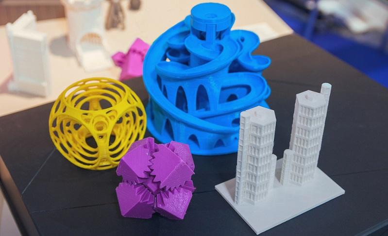 Die 3DPrintGalaxy lässt eine Auswahl aus verschiedenen Verfahren und Materialien zu. Um den Dienst nutzen zu können, ist ein fertiges Modell im STL-Dateiformat erforderlich. (#04)