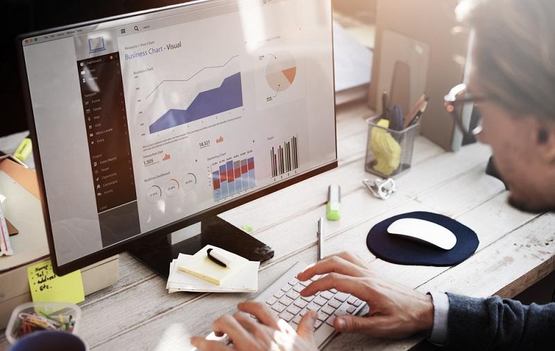 Bei Watson sind es gerade die unstrukturierten Daten, die für eine Analyse herangezogen werden. Zudem möchte IBM für das eigene Unternehmen die Service Cloud von Salesforce verwenden, um auf dieser Basis die Kundenbetreuung zu optimieren. (#01)