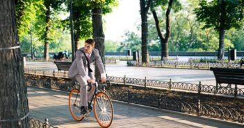 Mit dem Fahrrad zur Arbeit – so können Unternehmen unterstützen