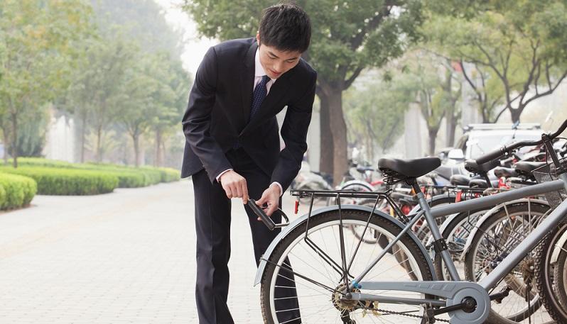Viele Unternehmen sehen in erster Linie das Problem, dass die Fahrradständer nicht gut ins Bild passen. Dabei haben sie jedoch klapprige Lösungen vor Augen, denen es an einem hochwertigen Design fehlt. Unternehmen haben jedoch die Möglichkeit, genau hier Signale zu setzen. (#01)