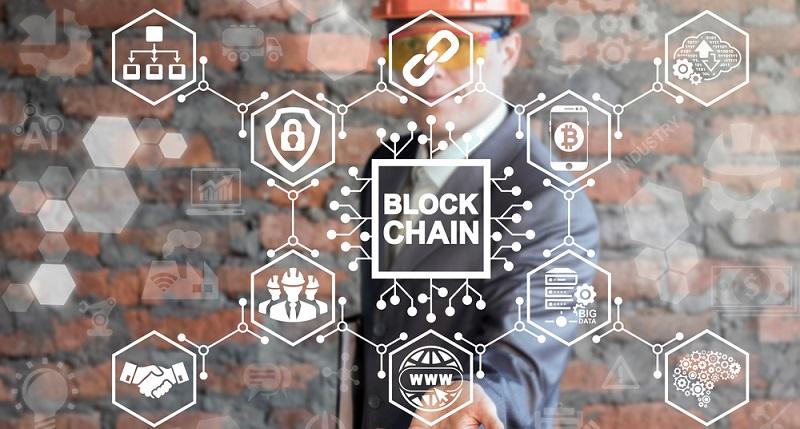 Blockchain schafft zweifelsohne eine sehr hohe Transparenz, die für alle Teilnehmer gut einsehbar ist. So lässt sich zum Beispiel dasselbe Produkt nicht mehrfach verkaufen, ohne dass dieser Betrug von anderen Marktteilnehmern aufgedeckt werden könnte. (#02)