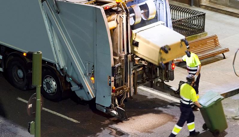 Eigentlich will die Bundesregierung mit dem neuen Verpackungsgesetz, das zum 1.1.2019 gilt, die Recyclingquote erhöhen. Allerdings wird es die Wertstofftonnen in Deutschland nicht flächendeckend geben und so landen auch weiterhin wertvolle Rohstoffe aus kleineren Betrieben oder aus Abfällen von Verbrauchern im Restmüll. (#04)