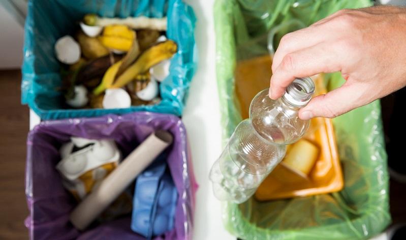 Etwa 20-30 % der Haushaltsmittel der Städte und Gemeinden landen im weltweiten Durchschnitt praktisch im Müll: Sie gehen für die Sammlung und Müllentsorgung drauf. (#02)