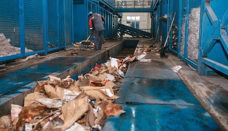 Deutschland bezeichnet sich gerne als den europäischen Meister des Recyclings mit einer Recyclingquote von 80 %. Allerdings liegt dies anscheinend daran, dass immer mehr Müll entsteht. (#01)