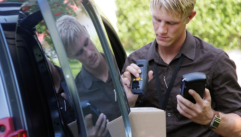Smarte Technologie unterstützt die Produktion und andere industrielle Bereiche. Mit mobilen Datenerfassungsgeräten lassen sich die Abläufe auf sämtlichen Ebenen vereinfachen. (#02)