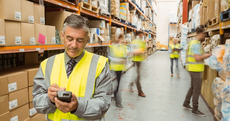 Die digitalen und mobilen Datenerfassungsgeräte sorgen für eine gute Kontrolle der Abläufe: Sie verhindern Fehler und reduzieren den Arbeitsaufwand. In einem Lager kommen diese Mobilgeräte unter anderem bei der Warenkommissionierung und der Standortbestimmung zum Einsatz. (#03)