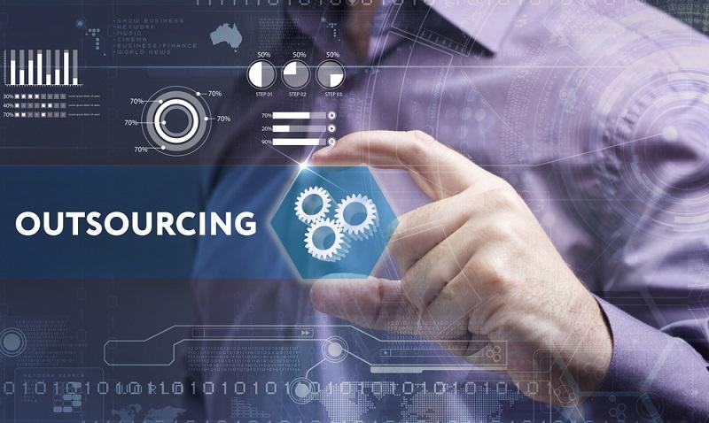 Neue Aufgabenfelder und ein erhöhter Arbeitsanfall in einem Unternehmen sind die typischen Gründe für ein Outsourcing. (#01)