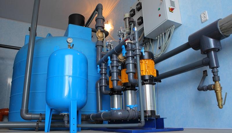 Während bei der Geraer Gießerei eher robuster beschaffene Stücke für Pumpen im Zentrum der täglichen Arbeit stehen, hat sich der Mutterkonzern auf feinere Teile speziell für die Schwimmbadtechnik konzentriert. (#02)