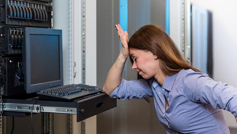 Was sind die Folgen einer schlechten Informationsqualität? Prozesse laufen im Unternehmen langsamer und mit Reibungsverlusten ab, wodurch sich wiederum die Durchlaufzeiten verlängern. Kosten steigen und die Zufriedenheit der Mitarbeiter sinkt. (#01)