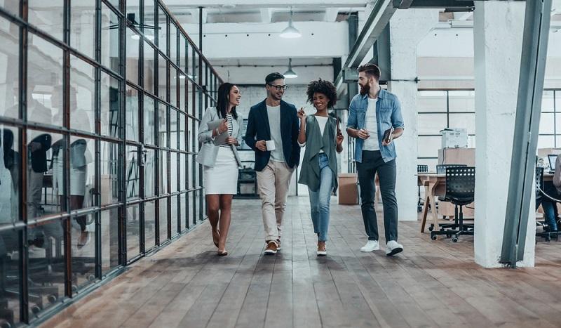 Die Unternehmenskultur soll agil sein, das heißt, dass Wissen geteilt wird, um es differenzierter zu gestalten und um es zu vermehren. Generell sollte eine gewisse Experimentierfreude vorhanden sein, Wissen soll sich vernetzen, Fähigkeiten und Fertigkeiten der Mitarbeiter müssen Hand in Hand in Richtung Erfolg gehen. (#03)