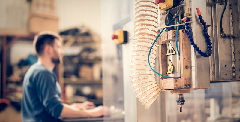 Vor dem Fräsen werden die optimalen Zerspanungsparameter ermittelt, damit ist die Bearbeitung des Werkstücks wirtschaftlich und sehr genau möglich.