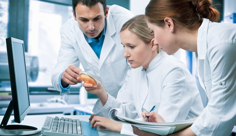 Auch das Studium der Medizintechnik ist nach dem Bologna-Prozess in ein Bachelor und ein Master-Studium aufgeteilt, wobei im Bachelor-Studium eher grundlegende Fähig- und Fertigkeiten vermittelt werden, die im Master-Studium weiter ausgebaut werden können. (#01)