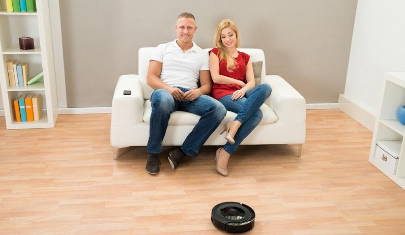 Der Power-Saugroboter lässt sich komplett über eine App und über Sprachsteuerung mit Amazon Echo bedienen. Bequem auf der Couch sitzen und den Roboter zum Arbeiten schicken ist heute schon möglich. (#02)