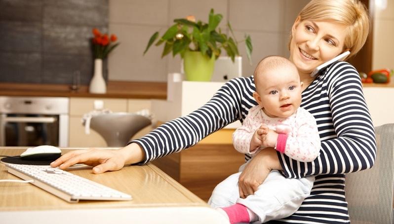 Von staatlicher Seite können Eltern auf unterschiedliche Beratungsangebote zugreifen, die den Wiedereinstieg ins Berufsleben erleichtern können. So bietet unter anderem die Bundesagentur für Arbeit viele Tipps und verschiedene Beratungsmöglichkeiten auf ihrer Internetpräsenz. (#01)