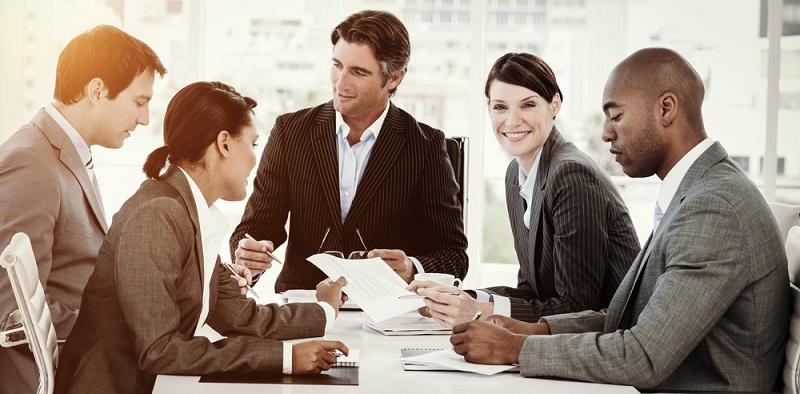 Führungskräfte sollten daher die gesamte Belegschaft regelmäßig und ausführlich zu allen wichtigen Punkten informieren. (#04)