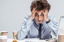 Insolvenz: nach 3 Monaten gekündigt? Diese Kündigungsfristen gelten wirklich! (Foto: Shutterstock / RomarioIen)