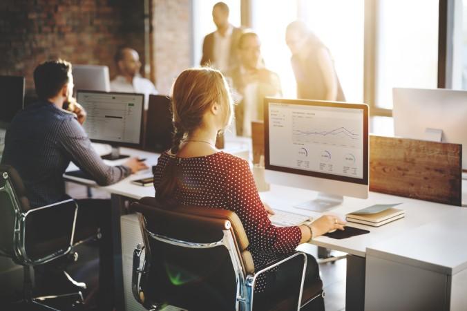Für sehr große Unternehmen mit vielen Kunden und Marketing-Kanälen ist die Stammdatenpfelge zu einer neuen Herausforderung geworden - hier werden Mitarbeiter eingestellt, die sich ausschließlich mit der optimalen Datenpflege und -analyse beschäftigen. (#2)
