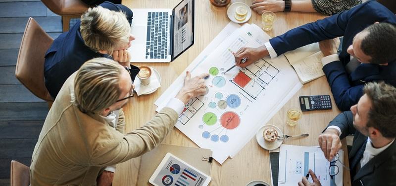 Ein Vorteil der Vorkenntnis-freien Analyse: Die Daten werden direkt von Mitarbeitern ausgewertet, die mit der analysierten Materie vertraut sind. (#03)