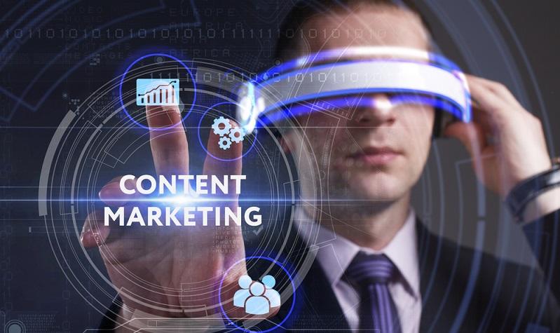 Wer ein Content-Projekt angeht, wird unterschiedliche Leute ins Boot holen. Und ein jeder wird etwas anderes beitragen, das Projekt aus eben seiner (Rollen-/Kompetenz-)individuellen Sicht maßgeblich beeinflussen. (#01)
