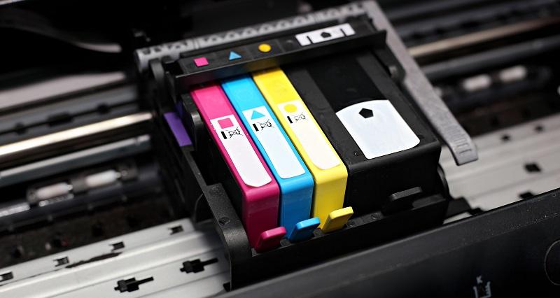 Viele Anwender würden lieber auf das Original setzen, doch angesichts der hohen Preise für diese Druckerpatronen versuchen es die meisten Nutzer mit kompatiblen Patronen. (#01)