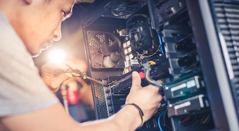 Es gibt Modelle mit nur einer Festplatte und NAS-Server mit mehreren Schächten für den professionellen Einsatz in Unternehmen. Vor der Entscheidung für ein Gerät sollte man zunächst überlegen, welche Funktionen benötigt werden. (#01)