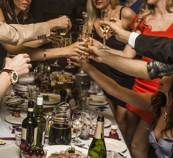 Alkohol Weihnachtsfeier.Auf Weihnachtsfeier Betrunken Fristlose Kündigung Rechtens