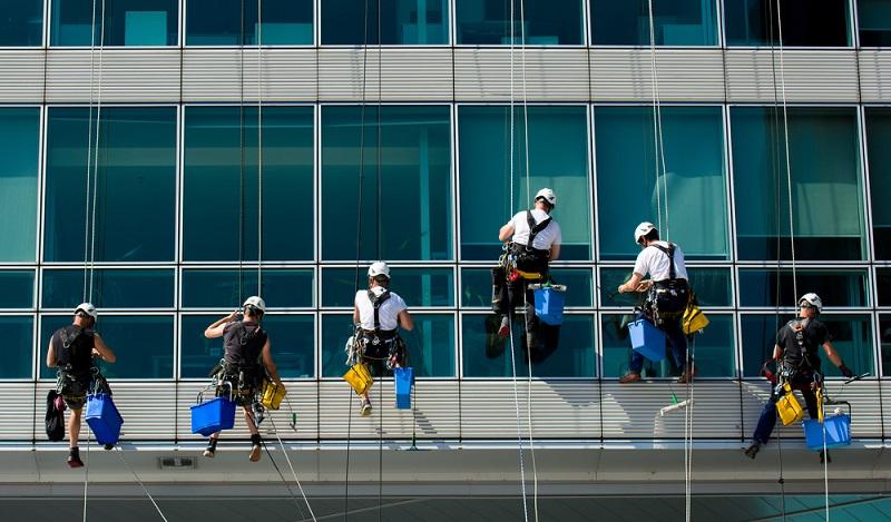Die Reinigungsbranche: In der Schweiz arbeiten etwa 62.000 Personen bei Reinigungsunternehmen. (#02)