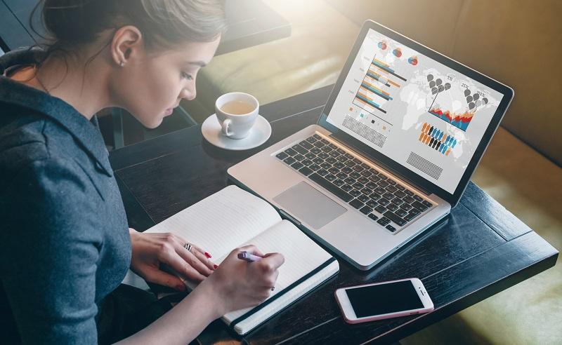 Mit den Wireless-Funktionen, der Tastatur und Monitoren mit hoher Auflösung ersetzen Notebooks sogar mühelos den stationären PC. (#01)
