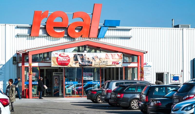 Online Supermarkt: In einigen Filialen der Supermarkt-Kette Real werden Werbebildschirme an der Kasse getestet. (#03)