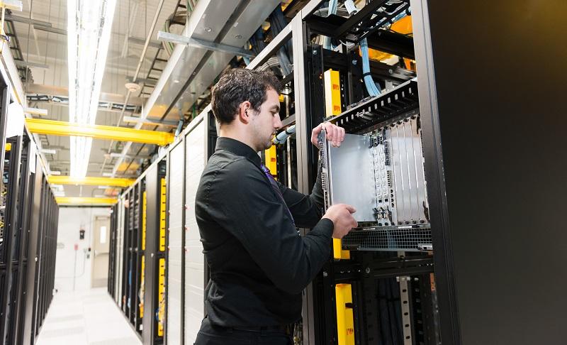 NAS Server Test: Meist sind mehrere Speicherplatten oder SSD-Laufwerke verbaut. (#03)