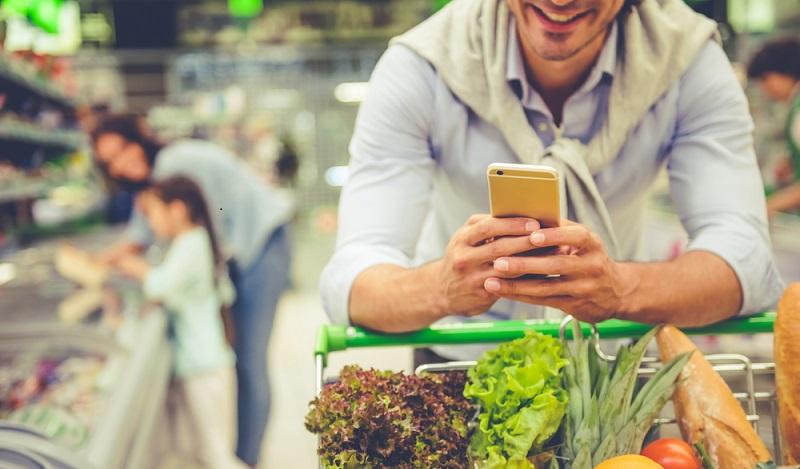 Connected Commerce die Zukunft des Einkaufens. Für viele ist nur schwer vorstellbar, dass ein Kunde und seine Kaufentscheidung zu gleichen Teilen online und offline relevant sind. (#01)