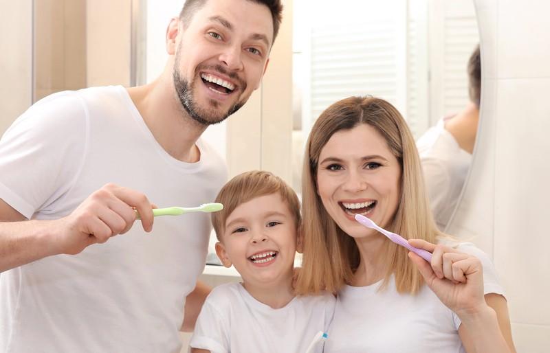 Ganz egal, ob ein- oder zweifarbig, für Kinder oder Erwachsene: Selbst Zahnbürsten lassen sich mit der modernen Spritzgusstechnik fertigen. (#3)