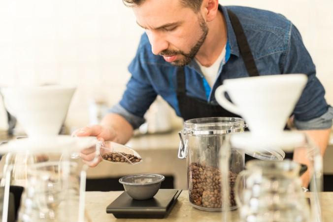 Küchenwaagen im normalen Haushalt werden nicht kalibriert, sondern können geeicht werden. Hierfür liegt besseren Wagen oftmals ein Normgewicht bei. Ist die Waage für den Hausgebrauch geeicht, kann das Backen und Kochen starten. (#5)