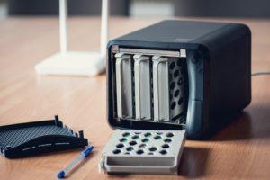 Dank des Wechselrahmens ist der Austausch der Festplatten problemlos möglich. (#04)